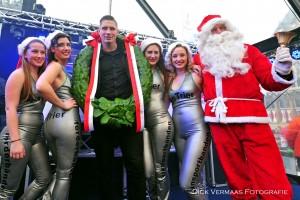 DVF_1814 Rico Verhoeven met Tries dames en kerstman