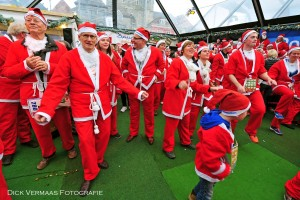 DVF_1836 Warming up met swingende Kerstmannen